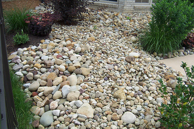 Rock landscaping by brandon landscape pittsburgh 39 s for Landscaping stones
